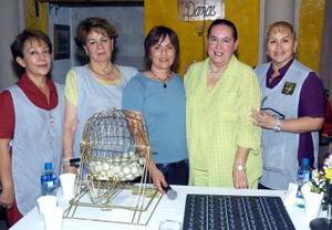 Lucía Mourey, Chelo Gilio, Velia Montellano, Tere Flores y Coco Esquerra.
