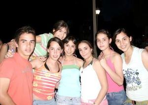 Miguel Cano, Priscila Reed, Claudia Marmolejo, Brenda Bitar, Luis Bitar, Laura Bitar y Laura Trasfi.