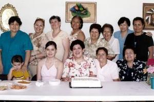 <b>01 de mayo </b> <p>  Señorita Edu Ávila González celebró su cumpleaños acompañada de varias amistades.