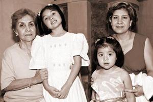 Francisca Acevedo, Luz Elena González y las niñas Ingrid y Evein.
