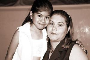 María de Jesús Valenzuela y la niña María Fernanda Reyes
