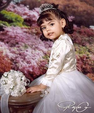 Niña Melanie Ivonne López García, en una foto de estudio cpn motivo de sus tres años.
