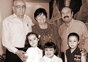 Bernardo  Estavillo, Elena de Estavillo, Héctor Avendaño y Diana, Ximena y Francia.