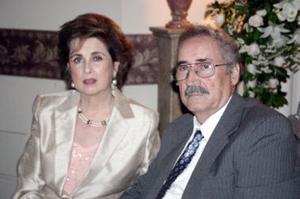 Peggy H. de Isasi y Porfirio Isasi.