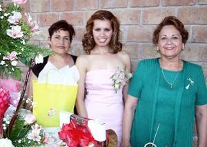 <b>03 de mayo </b><p> Luz Estela Vázquez Alfaro fue despedida de su soltería.