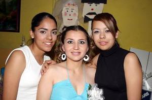Lucía Vázquez Ponce, captada en su fiesta de despedida junto a invitadas.