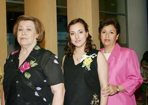 Rocío Vázquez con Mercedes Sagarena y Ctalina Corral de Gamboa.