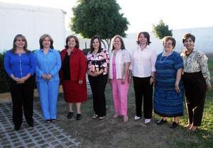 Integrantes de la familia López Romo le ofrecieron una fiesta de canastilla a Lorena Verdeja  Chaib, en honor al bebé que espera.