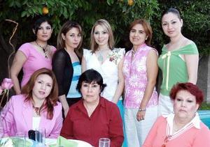 <b>03 de mayo </b> <p>  Por su próxima boda la señorita Ofelia López Cortinas fue despedida de su soltería con un ameno convivio.