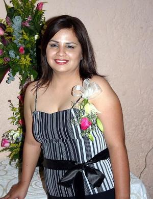 Claudia P. López Ceballos, captada en la despedida de soltera que le ofrecieron sus familiares eb  días pasados