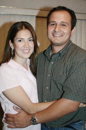 <b>03 de mayo </b> Margarita Hernández y Carlos Nava.