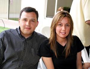 <b>04 de mayo </b> Víctor Campa y Viridiana Ávalos.
