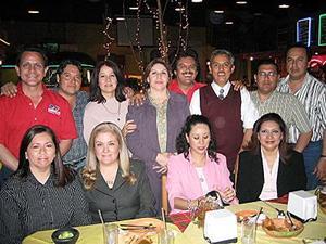 <b>05 de mayo </b> <p>  Reunión de ex-alumnos de la escuela de Odontología.