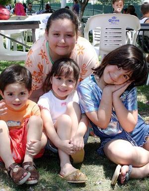 Ana Paula, Natalia y Jacobo Hernández Mendoza y Ana Gaby Mendoza Velázquez.