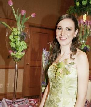 Claudia Rosas Martín contraerá nupcias por lo que le organizaron una fiesta de despedida