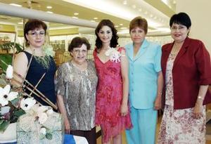 Diana Daher Pámanes junto a las anfitrionas, Arcelia de Daher, Hortencia Daher, María de la Luz Daher y la Sra. Socorro de Casas