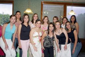 <b>06 de mayo </b> <p> Ana Lynn Villa Salcido acompañada de amistades en la despedida de soltera que le organizaron por su próximo matrimonio