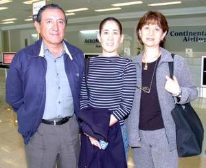 <b>06 de mayo </b> <p> Jesús, Mónica y Ángeles de Lara viajaron a  Nueva York