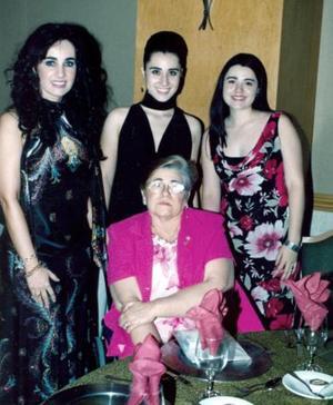 Gabriela S. de Herrera, Gaby Gerrera, Luz Adriana de García y Ernestina Herrera A.