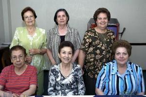 Esther de Elisundía, Patrocinio Montero, Emma de Alonso, Macsi de Torre, Pera de García y María Elena de Verano.