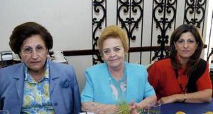 Rosa Nieves y Martha Montero y Emilia de García.