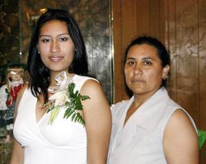 Nuria Patricia Nájera y Rosy Niño de Nájera.