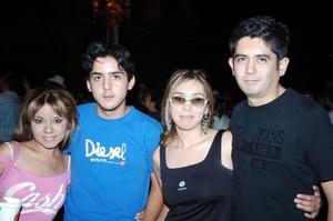Cecybel, Pepe, Evis Delgado y Gil Romero