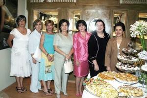 S-Chacha Villarreal, Katy Amarante, Paty Zarzar, Alma Campos, Lupita Maisterrena, Marilú Chávez y Laurencia Martínez, en pasada inauguración