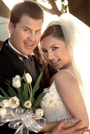 Ing. Arturo Ramón de la Rosa Álvarez y L.R.I. Liliana Ortega Ávila contrajeron matrimonio en la iglesia metodista San Pablo el 19 de marzo de 2005.