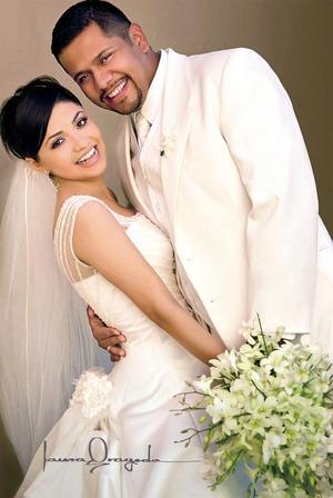 Sr. César Mauricio Calderón Cadena y Srita. Karla Enevy Rodríguez López contrajeron matrimonio en la parroquia de San Pedro Apóstol el dos de abril.