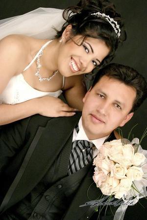 Sr. Francisco Luis Burciaga Juárez y Srita. María Guadalupe Cabral Alvarado recibieron la bendición nupcial en la parroquia de San José el día 19 de marzo de 2005.
