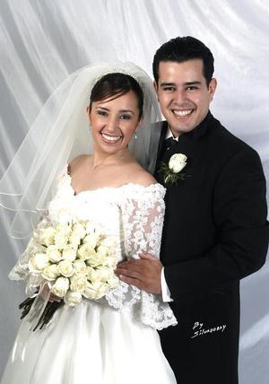 Sr. Iván de la Torre Carreón y Srita. Mirna Evelyn López Ramírez contrajeron matrimonio religioso en la parroquia de Nuestra Señora de la Virgen de la Encarnación el dos de abril.