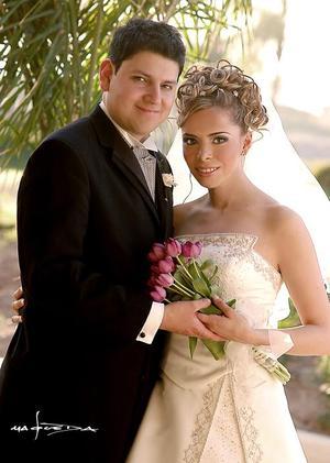 Sr. José Carlos Velasco y Srita. Claudia Rodríguez Venegas contrajeron matrimonio religioso en la parroquia Los Ángeles el 12 de marzo de 2005