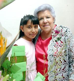 Ernestina Isabel Marín festejó su cumpleaños, al igual que su pequeña nieta, Alejandra Zapata Escalera.