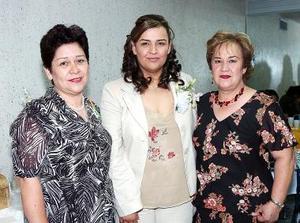 Con motivo de su próxima boda , Estrella Estrada Barrios disfrutó de una despedida de soltera que le ofrecieron Josefina Barrios y  Laura Ornelas.