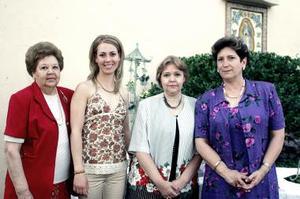 Claudia Cano Salvio disfrutó de una despedida de soltera que le organizaron Susana Aguilera de Carrillo y Blanca Villarreal de Aguilera.