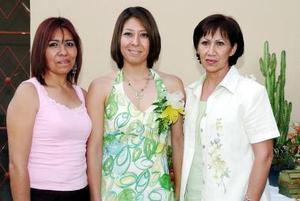 Liliana Campa Hernández sifrutó de una despedida de soltera que le ofrecieron Martha Hernández y Lilia Valdepeña