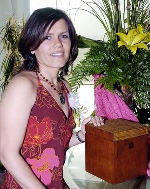 <b>08 de mayo </b><p> Silvia Padilla Velazco contraerá matrimonio con Ricardo Martínez.