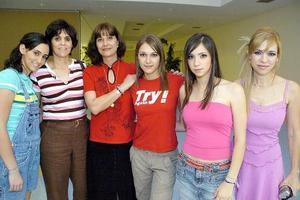 Bárbara Marcos, Carmen Marcos, Sofía Aronis, Ana Melissa Navarrete, Elsa Navarrete y otra amiga.