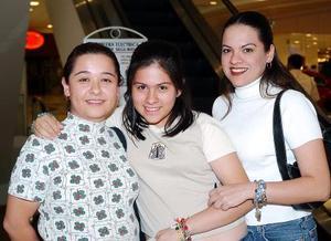 Cinthia, Lupita, y Marifer Rivas.
