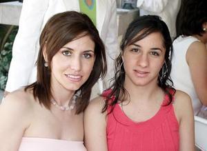 Regina Ibargüengoitia y Katia Madero.
