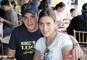 Alejandro A. Rodríguez y Martha Villarreal.