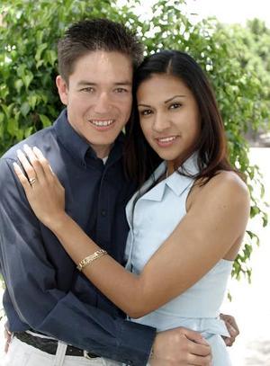 Ing. Julio Rangel Martínez e Ing. Vovoama Ortega Tinajera efectuaron su presentación religiosa el 30 de abril de 2005.