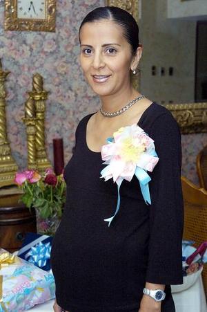 Mary Ruiz Galindo en la fiesta de canastilla que le ofreció Elizbeth Morán.