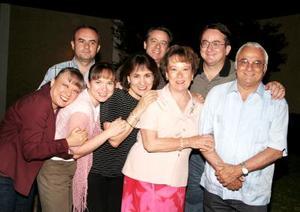 Don Jorge con su esposa Martha de Rivera y sus hijos Jorge, Fernando, Héctor, Sara, Martha y Gaby.