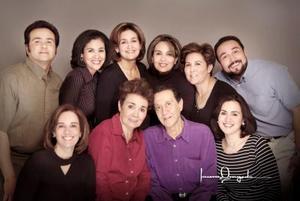 Jesús,. Alicia, Lourdes, Rosy, COco, Raymundo, Gaby, Sra Josefina, Sr, Raymundo y María Luisa Duarte en una fotografía de Laura Grageda.