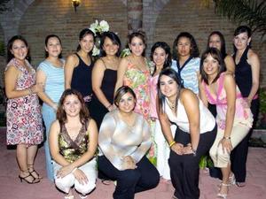 Karla Silveira Salazar Ganem, en la fiesta de despedida que le ofrecieron con su próximo matrimonio.