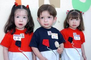 <b>08 de mayo </b> Natalia, Esteban y Carmelita Siller Becerril.
