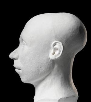 Sobre este modelo, los expertos aplicaron un molde de silicona, al que se puso el color del cutis, los ojos, el cabello y los labios, de acuerdo con las antiguas estatuas y pinturas en las que el faraón aparece representado.