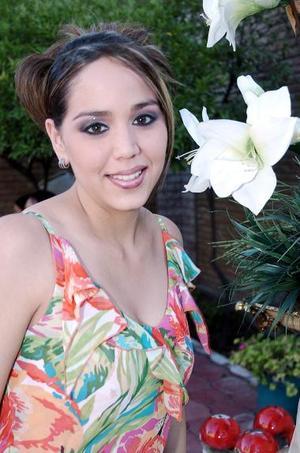 <b>11 de mayo </b><p> Karla Siberia Salazar Ganem recibió múltiples felicitaciones por su próximo matrimonio